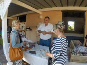 Manfred at the Mukuti stall {Picture H-WB}